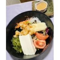 Ensalada Estilo Japonés (langostinos, alga, tofu,)